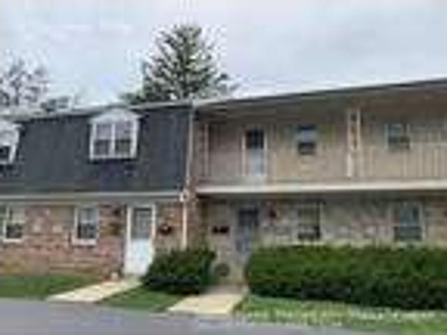 Two Br In New Holland Pa 17557
