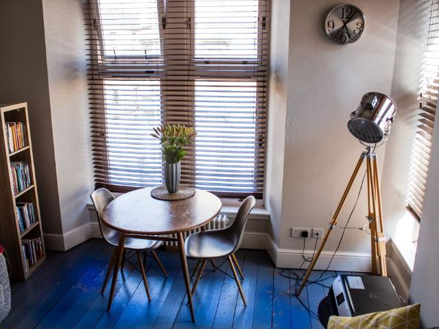 Unique 2 Bedroom Apartment Ideally Located For Glasgow's West End