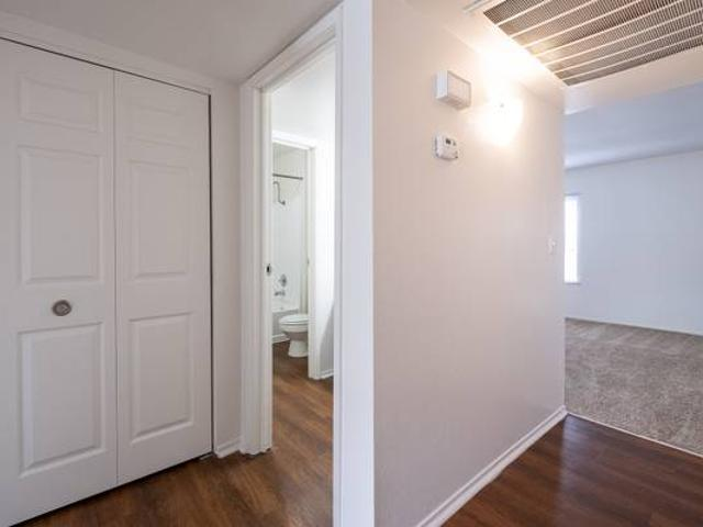 Updated And Remodeled Two Bedroom One Bath With Updated Appliances Overland Park