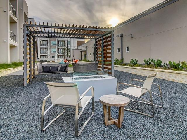 Urban Style Living In Westlake Hills 1 Bedroom Apartment For Rent At Urban Style Urban Sty...