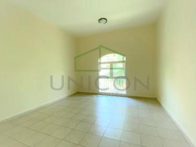 Vacant & Best Layout 1b/r Close To Metro