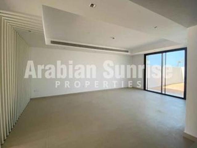 Vacant! High End Villa With Direct Golf View