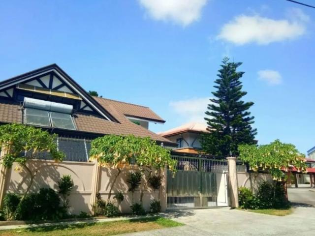 Vacation House With Pool In Tagaytay For Sale!