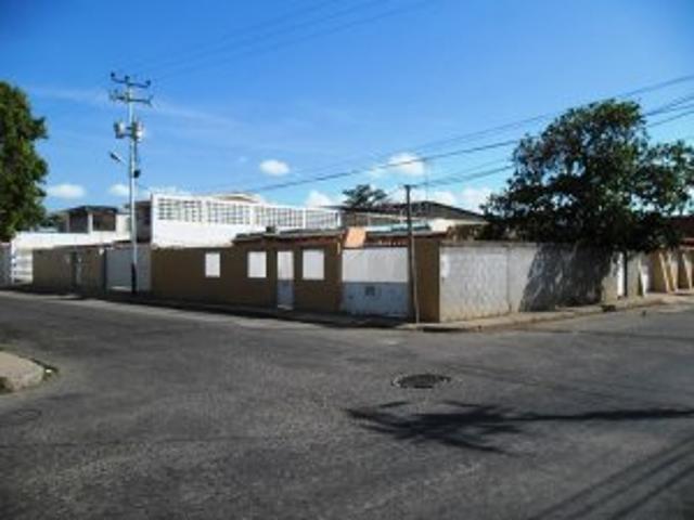 Vendo Casa En La Urb El Isiro Por Motivo De Viaje En Coro Estado Falcon