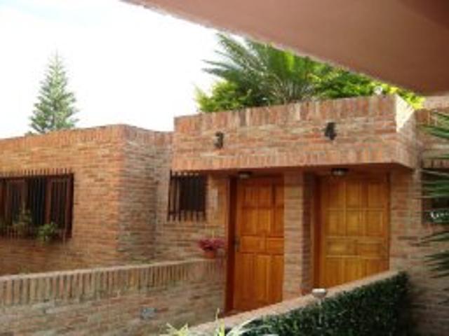 Vendo Lujosa Town House En La Macarena Sur, Los Tequies