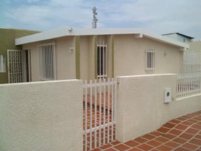 Venta Casa Amplia En Rosal Sur, Zona Norte