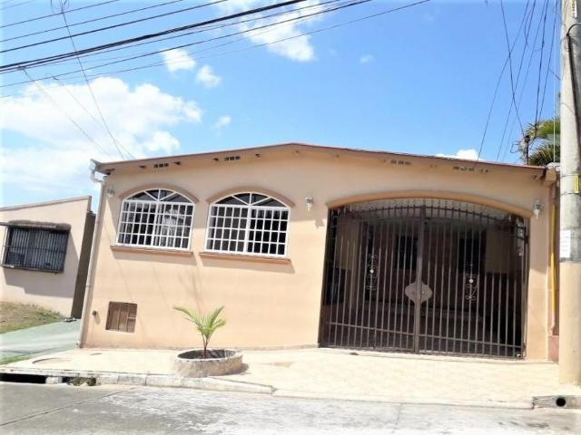 Venta De Casa De 234 M2 En Villa Lucre 21 6617 Casa En Venta En José Domingo Espinar Villa...