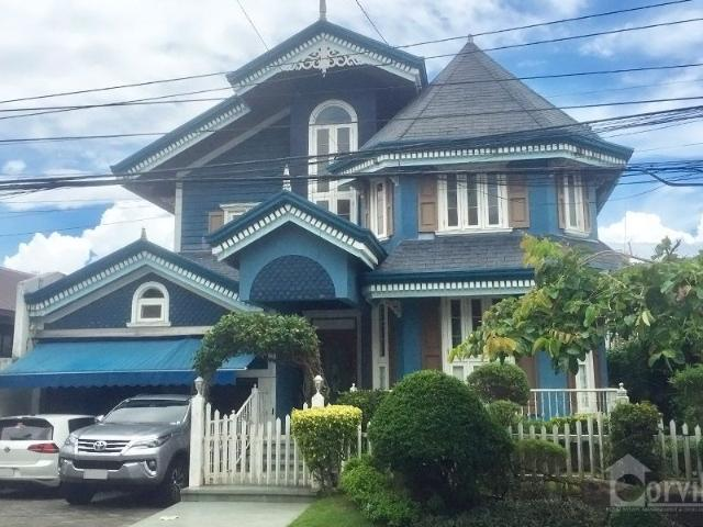 Victorian Style House In Alabang Hills Village