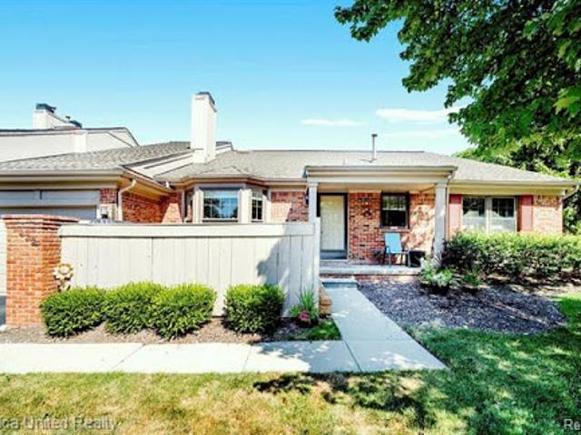 West Bloomfield, Welcome Home! Prime Location Two Br Three Ba