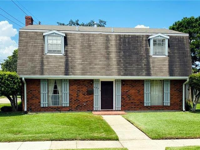 Westwego, This Home Offers Three Br 2.5 Ba Located In A