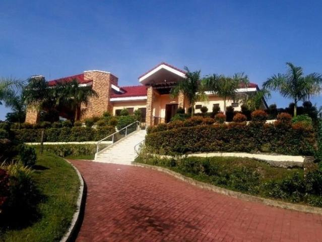 With World Class Amenities 208 Sqm Residential Overlooking Lot For Sale In Vista Verde Con...
